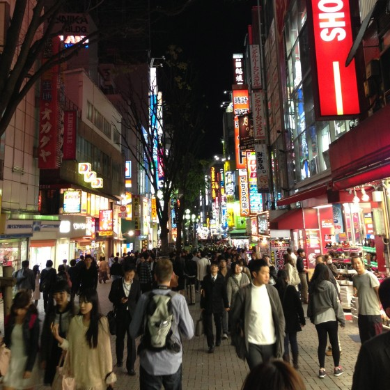 Sunday night walking around Shinjuku. ITS SO BUSY! Why arent they home watching GoT or 60 Minutes? They all must eat out all the time. Its wonderful.